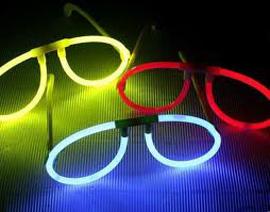 Köp glowsticks, självlysande stavar till kalaset!